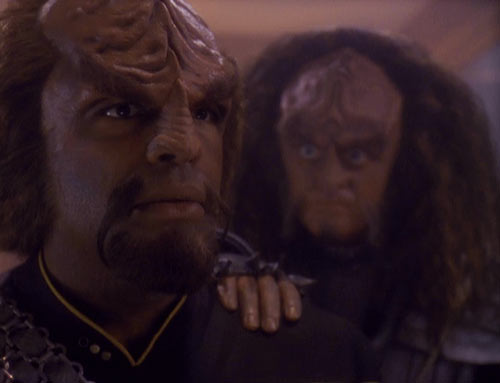 Gowron_attempts_to_recruit_Worf.jpg
