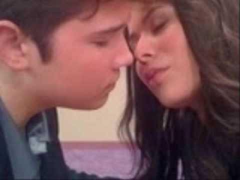 Carly Kisses Freddie Games