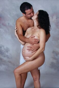 Picture couple pregnant woman