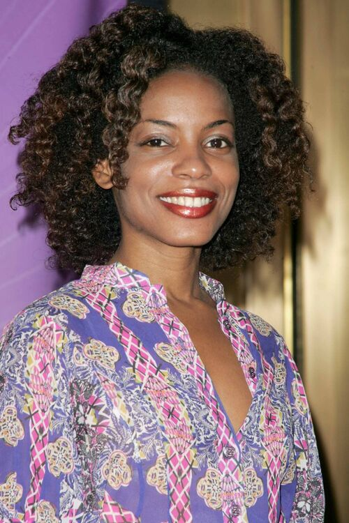 Aunjanue Ellis wiki