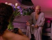 Picard berichtet Troi von Zeitsprüngen