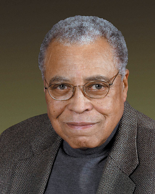 The 86-year old son of father Robert Earl Jones and mother Ruth Connolly, 187 cm tall James Earl Jones in 2017 photo