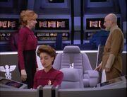 Beverly Picard und Jean-Luc Picard auf der Brücke der USS Pasteur