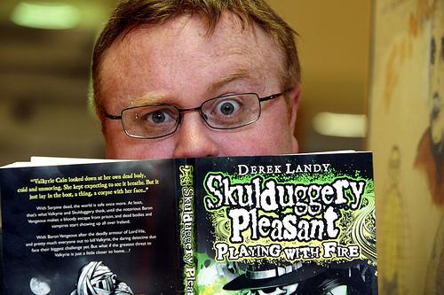 Derek Landy Skulpedia The Skulduggery Pleasant Wiki