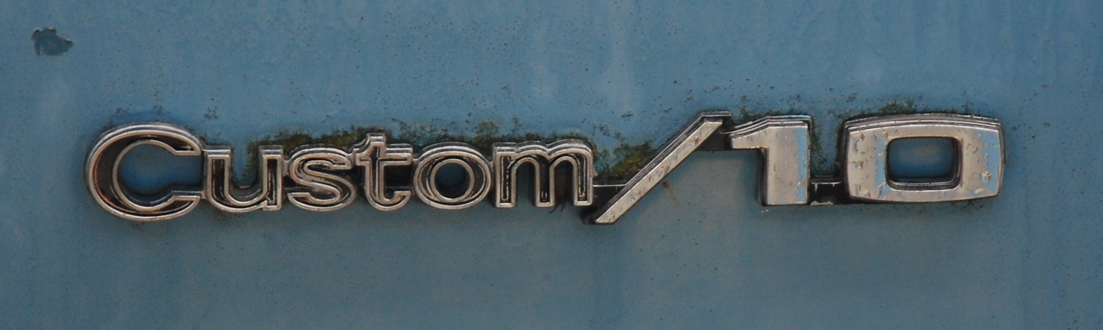 Green_Banks_-_Chevy_Suburban_C10_logo.jpg (2187×655)