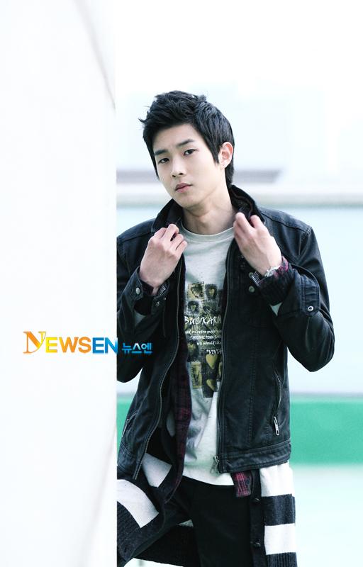 http://img2.wikia.nocookie.net/__cb20111010213204/drama/es/images/e/e3/Choi_Woo_Shik2.jpg