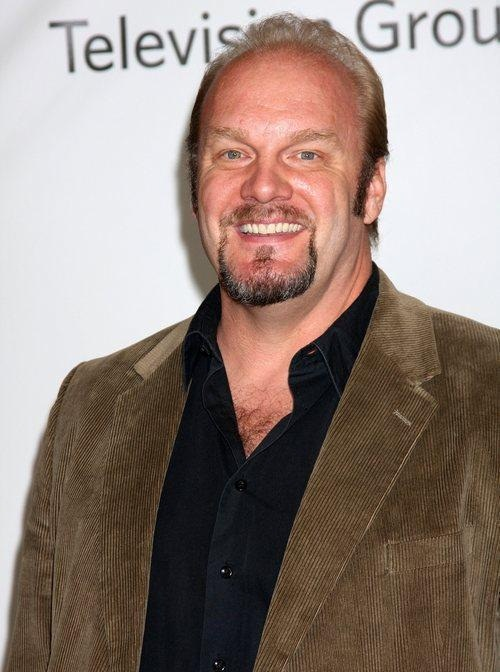 The 54-year old son of father Roger Kramer and mother(?), 189 cm tall Eric Allan Kramer in 2017 photo