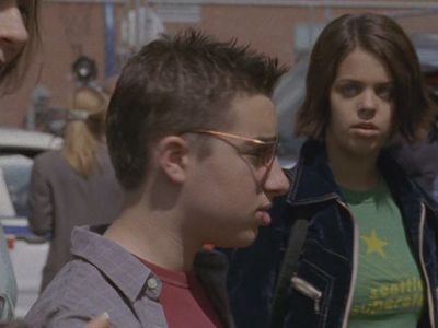 Ashley toby siblings degrassi wiki for Degrassi mirror in the bathroom