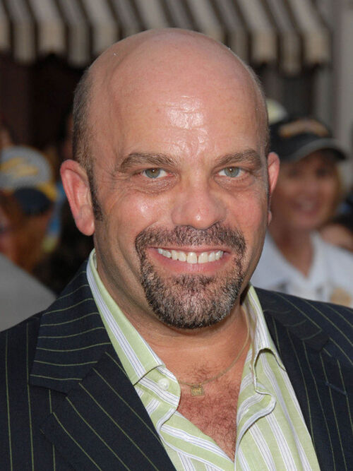 The 54-year old son of father (?) and mother(?), 163 cm tall Lee Arenberg in 2017 photo