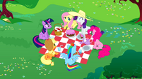 Main 6 having a picnic 2 S02E25