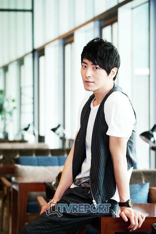 http://img2.wikia.nocookie.net/__cb20120621072657/drama/es/images/0/05/Lee_Joon_Hyuk14.jpg