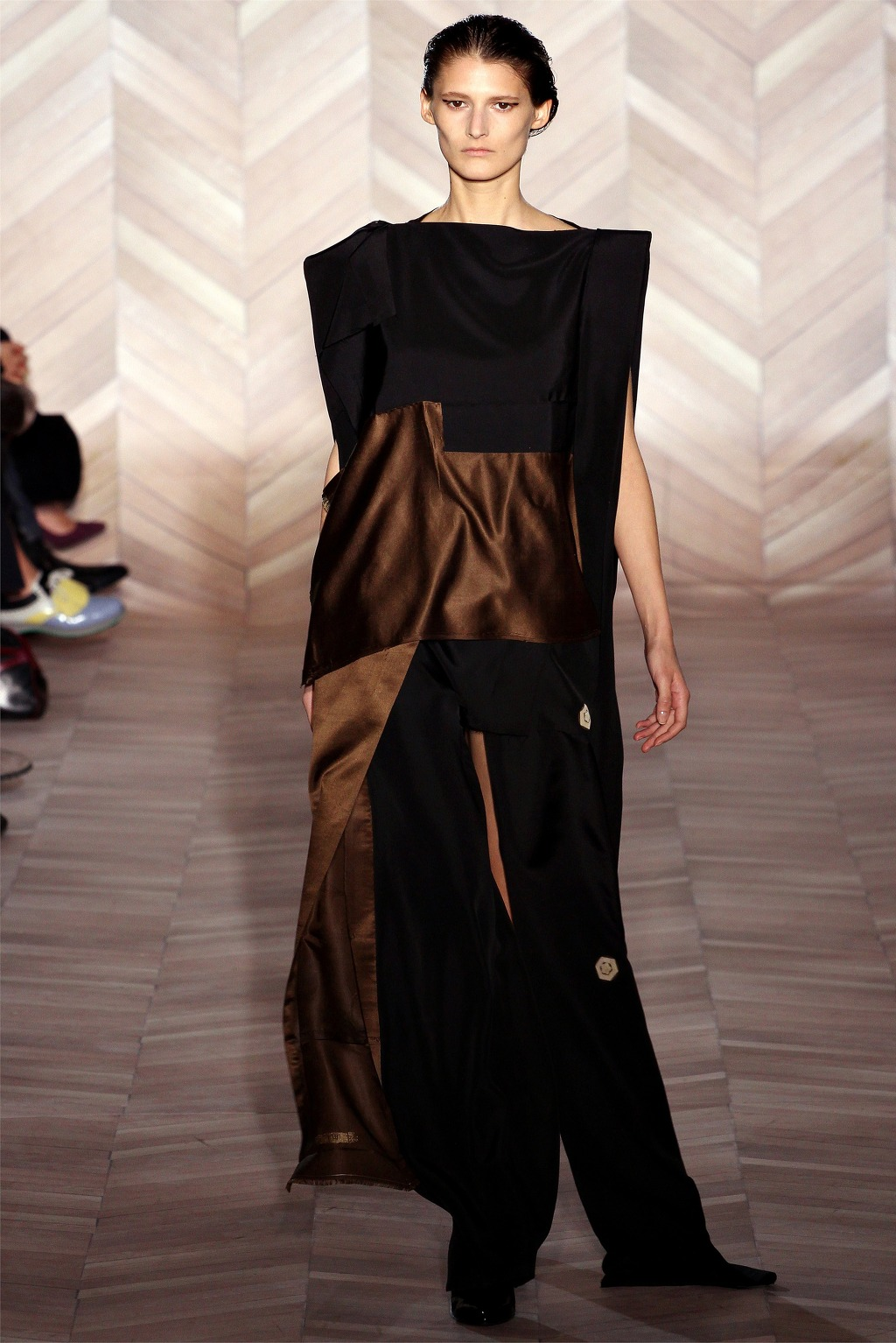 File maison martin margiela fall winter 2012 asymmetric for Maison margiela wiki