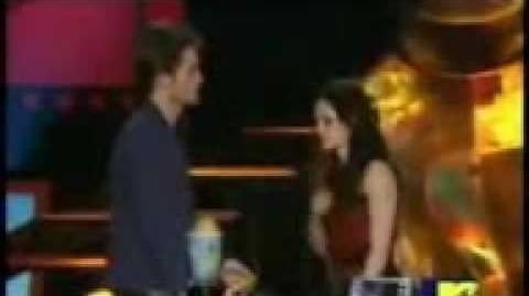 Mtv Best Kiss !!! Kristen steward and robert pattison !!! MTV MOVIE AWARDS
