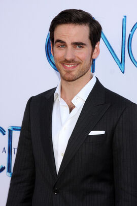 The 36-year old son of father (?) and mother(?), 178 cm tall Colin O'Donoghue in 2018 photo