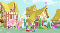 http://img2.wikia.nocookie.net/__cb20120812142249/mlp/images/thumb/c/c9/CMC_riding_through_the_streets_S1E23.png/201px-CMC_riding_through_the_streets_S1E23.png