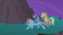 "Applejack ""Rainbow, quit it"" S01E02"