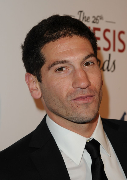 The 40-year old son of father Eric L. Bernthal and mother Joan L. Bernthal, 179 cm tall Jon Bernthal in 2017 photo