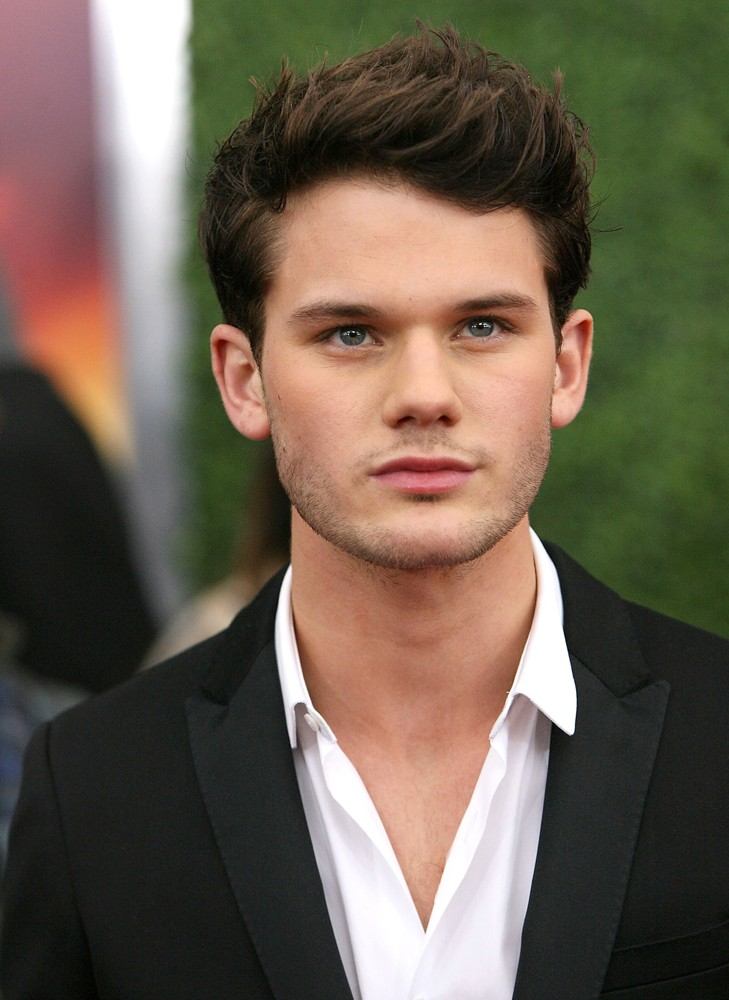Jeremy-irvine-premiere-war-horse-01 The smell of us