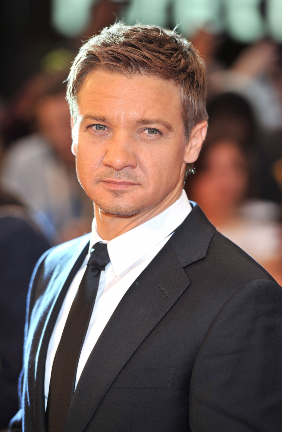 The 46-year old son of father Lee Renner and mother Valerie Cearley, 178 cm tall Jeremy Renner in 2017 photo