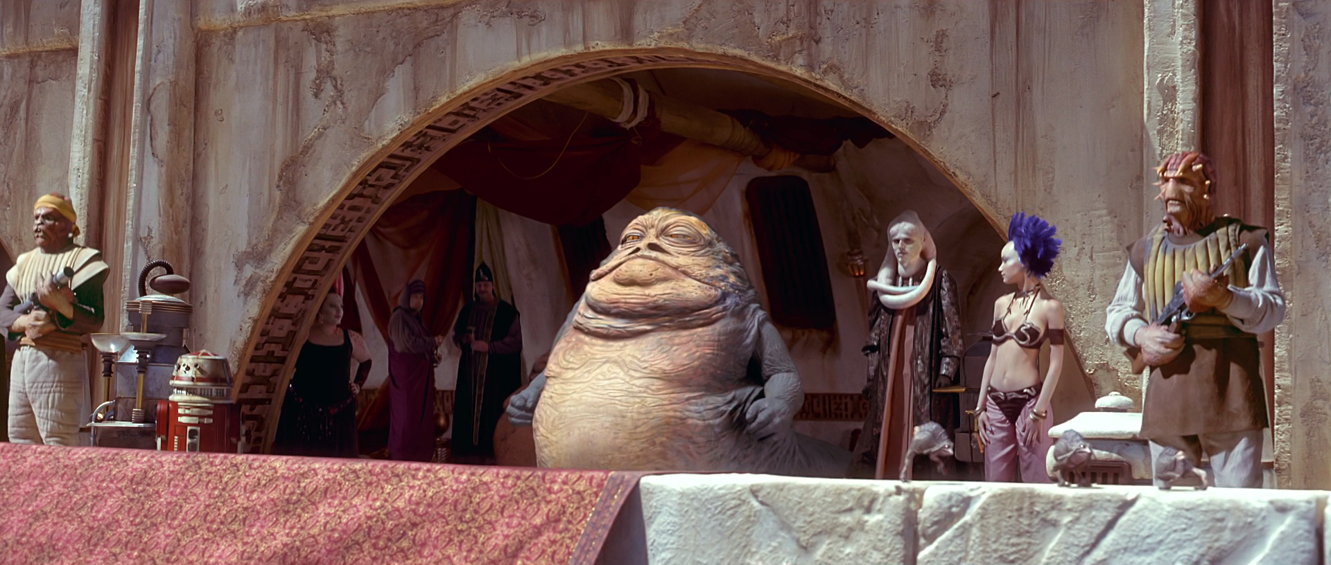 http://img2.wikia.nocookie.net/__cb20130120032242/starwars/images/d/d7/Jabba%27s_private_box.png