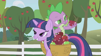 Spike frowning at an apple S01E03