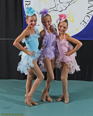 0 Tvserials Dancemoms Wikia Com Twas The Fight Before Christmas Is The Thirty Ninth Episode Of The Third Season Of Dance Moms It First Aired On December 10 2013 1 Tvserials Dancemoms Wikia Com Beware Of Dance Teachers Bearing Gifts Because
