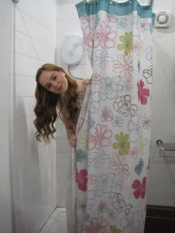 Image Louisa In Girls Bathroom On HOA House Of