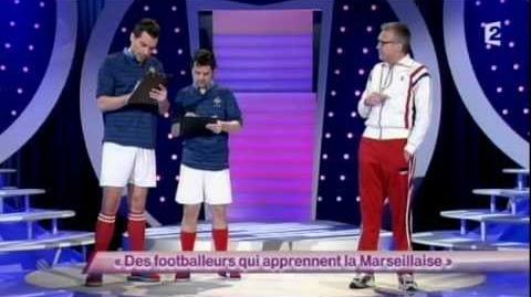 Des footballeurs qui apprennent la Marseillaise