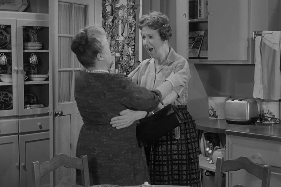 http://img2.wikia.nocookie.net/__cb20130510065555/mayberry/images/4/43/The_Pageant_Clara_Edward_Aunt_Bee.jpg