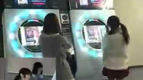Danceroid members Kozue and Yuzuki playing on maimai