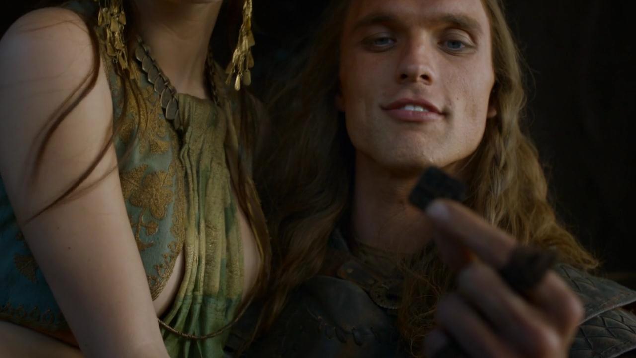 [Image: Daario_holds_a_Braavosi_coin.jpg]