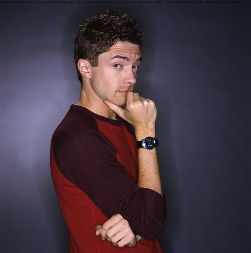 http://img2.wikia.nocookie.net/__cb20131218095128/avp/images/f/f9/Topher-grace-200.jpg