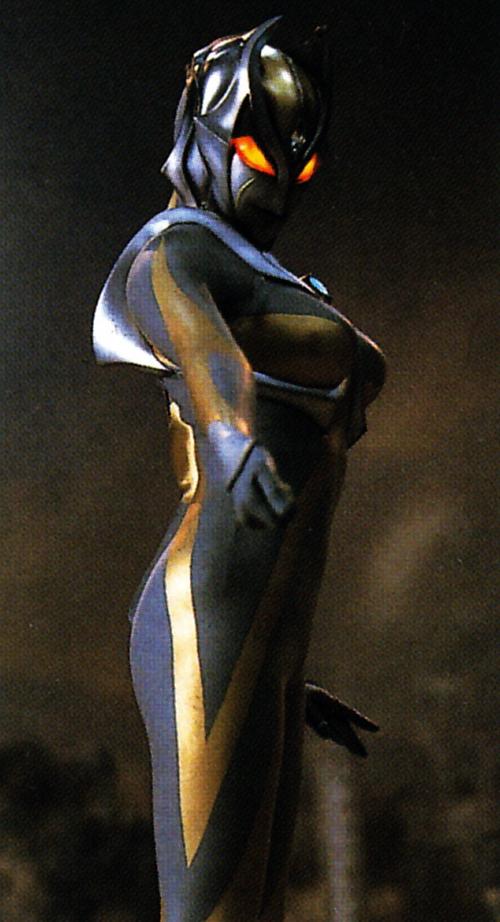 ultrawoman inanna queen - 500×922