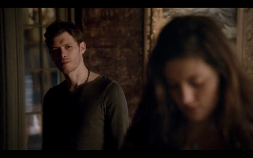 Image - 4x16-Hayley looking through Klaus' art.png - The ...