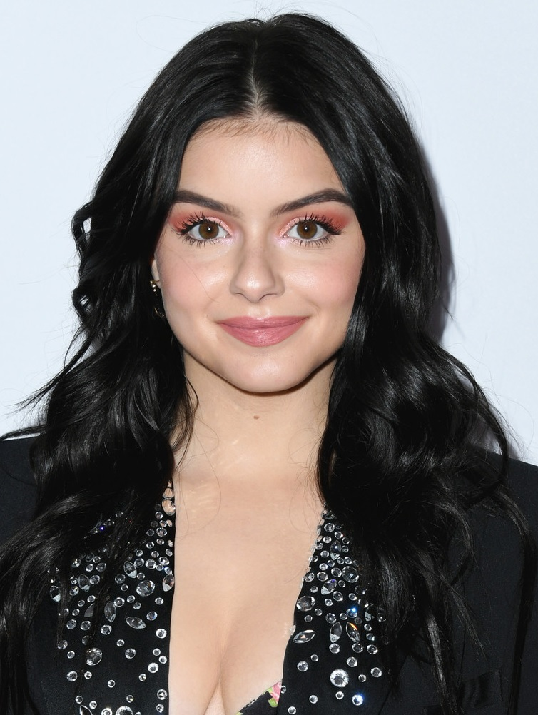 The 20-year old daughter of father Glenn Workman and mother Crystal Workman, 155 cm tall Ariel Winter in 2018 photo