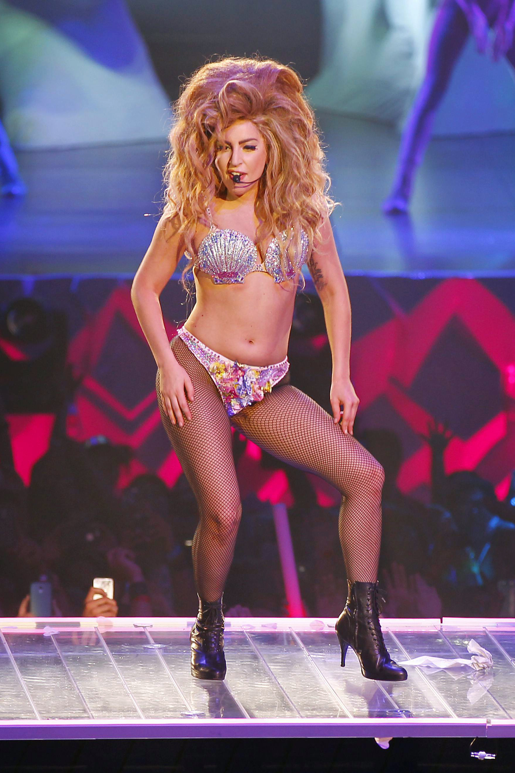 5-4-14_Venus_-_artRAVE_The_ARTPOP_Ball_T