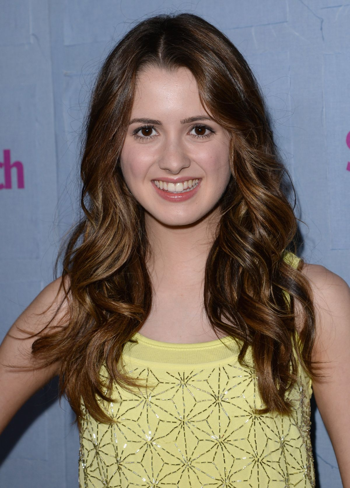 The 21-year old daughter of father Damiano Marano  and mother Ellen Marano, 157 cm tall Laura Marano in 2017 photo