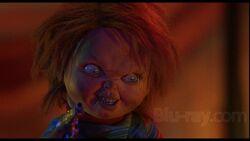 Chucky Hold A Gunjpg 176 Kb