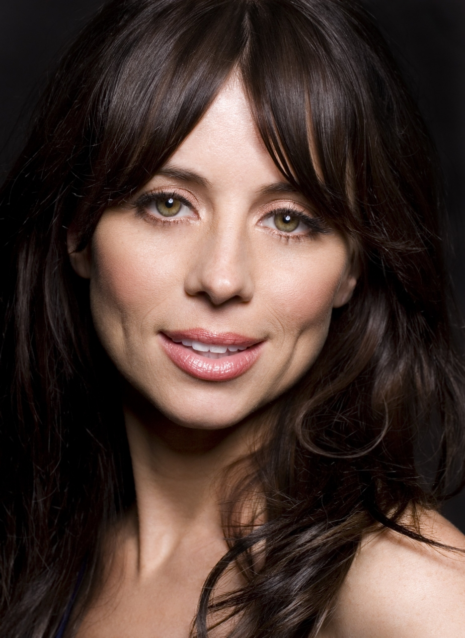 The 43-year old daughter of father (?) and mother(?), 155 cm tall Natasha Leggero in 2017 photo