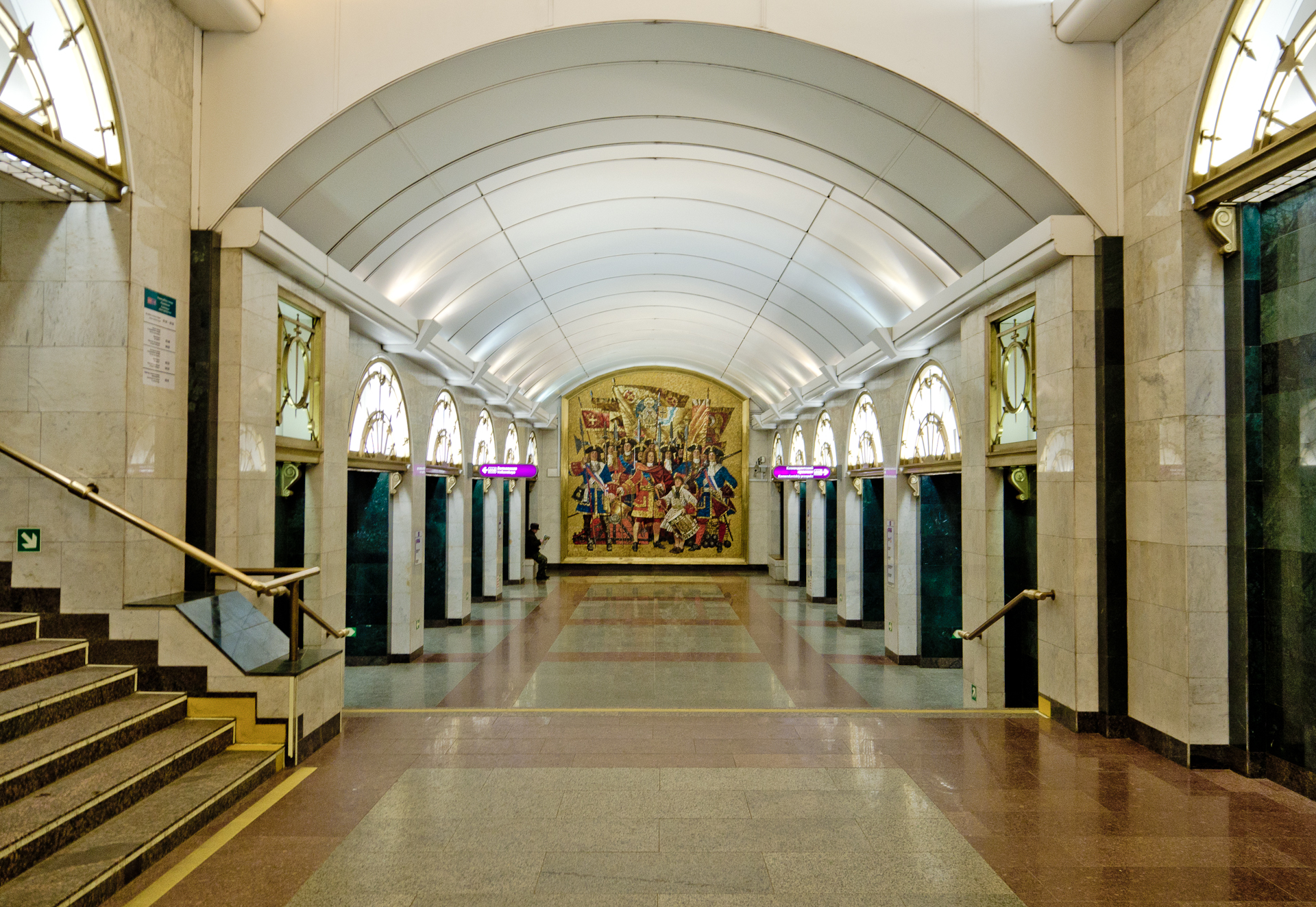 http://img2.wikia.nocookie.net/__cb20141226103314/science/ru/images/f/f5/Metro_SPB_Line5_Zvenigorodskaya.jpg