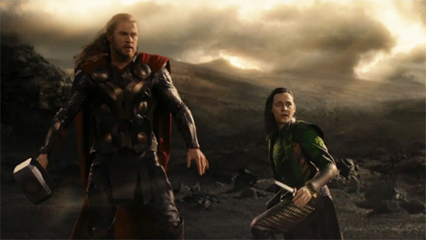 http://img2.wikia.nocookie.net/__cb20150301114554/avengers/de/images/9/90/Thor-the-dark-world-thor-and-loki-chris-hemsworth-tom-hiddleston.jpg