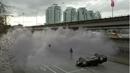 F1x01 - Clyde generando niebla ante Barry.png