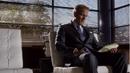 1x10 - Howard viendo lista.png