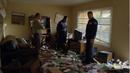 BCS 2x01 - Policías en casa de Pryce.png