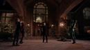 Damien Darhk retiene a Oliver, Thea y Laurel - Arrow - Taken.png