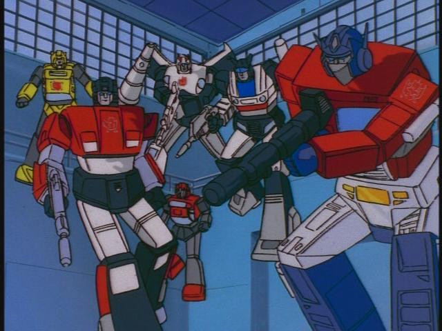 Robot-robot TRANSFORMERS yang mirip seperti mainan.