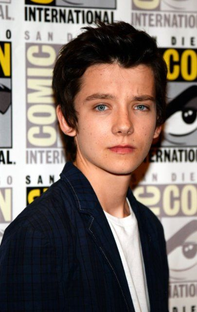 http://img2.wikia.nocookie.net/__cb20141202000843/thepeculiarchildren/images/9/96/Asa-Butterfield.jpg