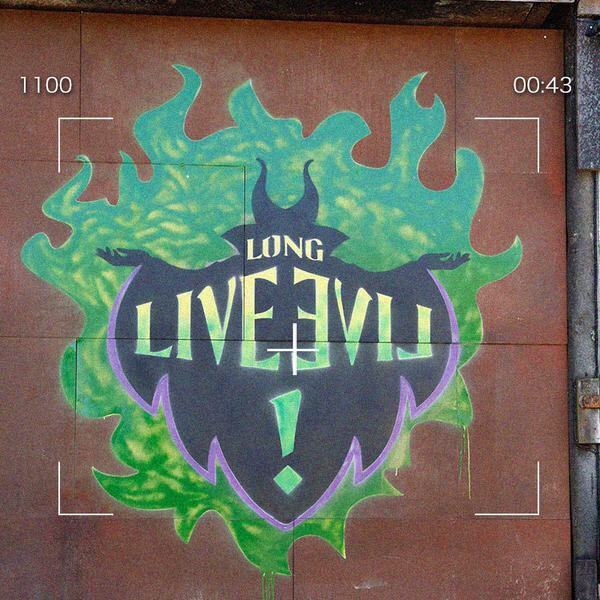 Disney Descendants Long Live Evil Graffiti cake tutorial ...